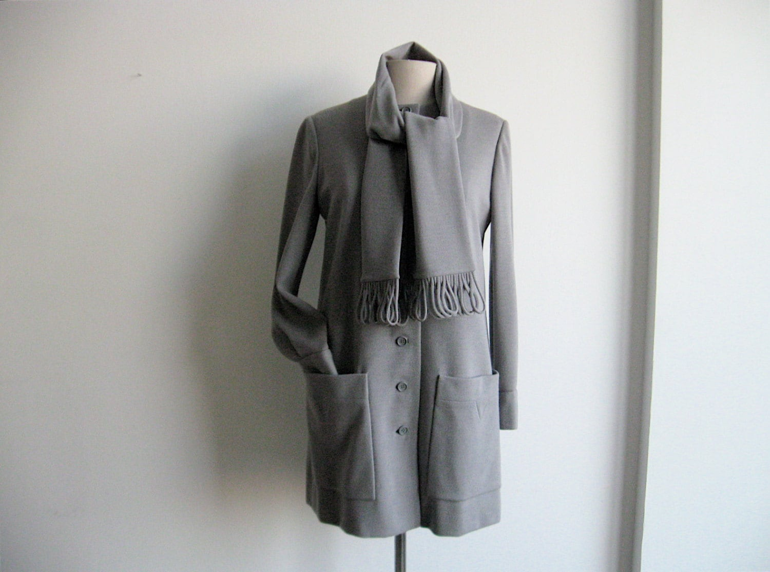 1970s Geoffrey Beene Gray Wool Jacket with Attached Scarf. - SouvenirSouvenir