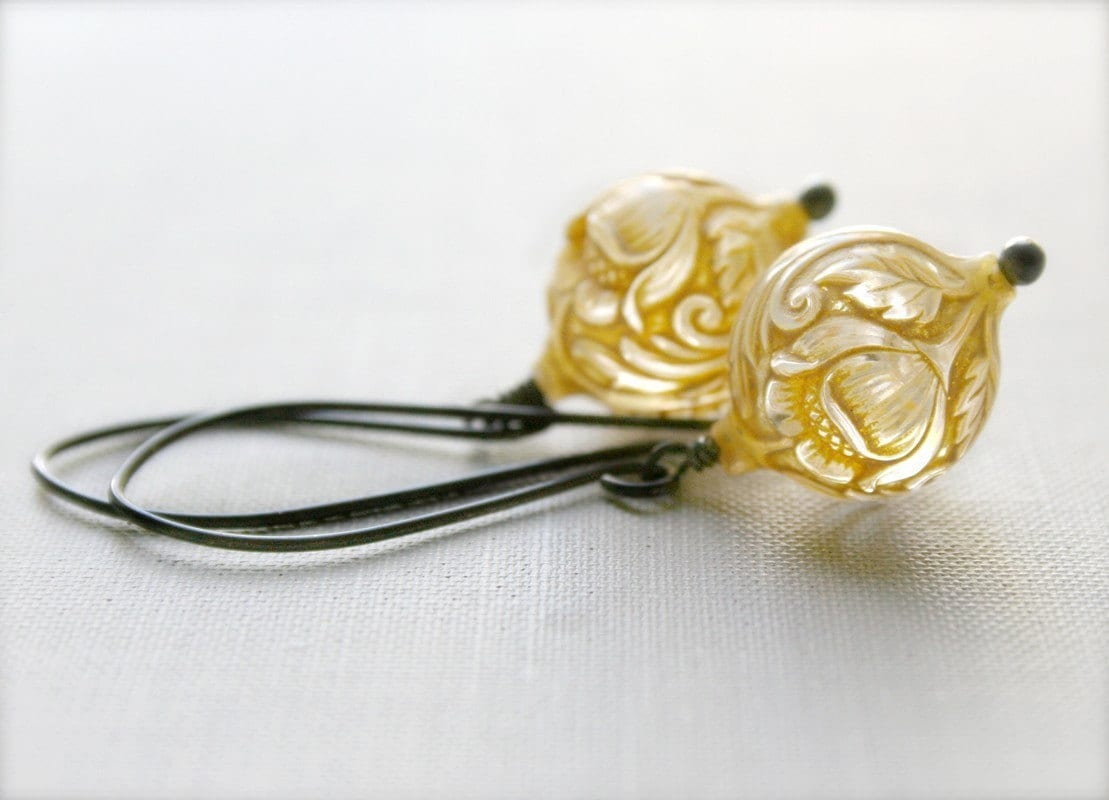 JONQUIL... Vintage Lucite Earrings