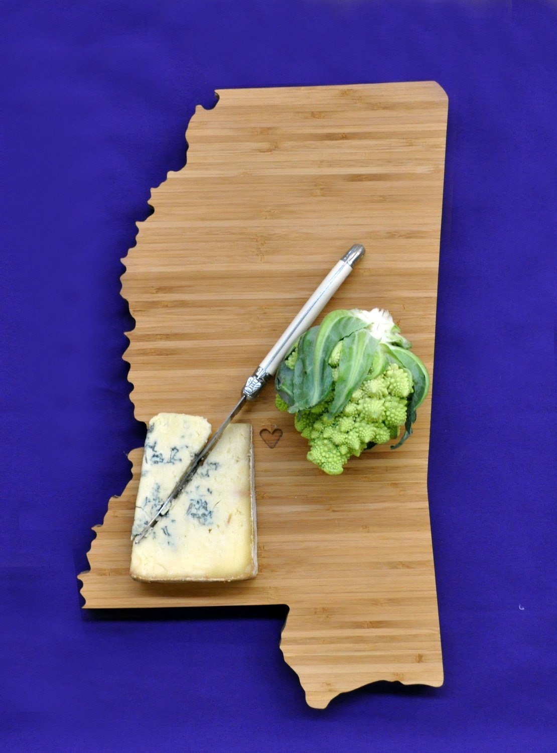 aheirloom 39 s mississippi state shaped cutting board by aheirloom. Black Bedroom Furniture Sets. Home Design Ideas