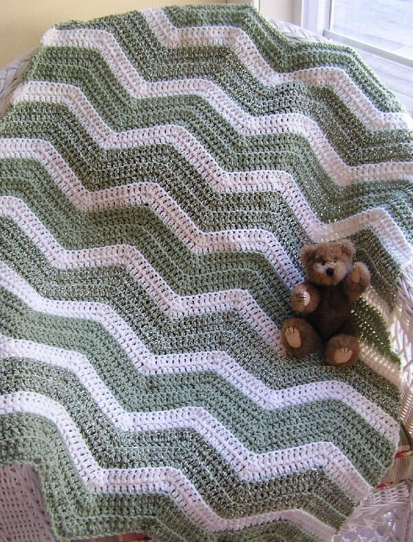 CROCHET HANDMADE BABY TODDLER AFGHAN BLANKET GREEN / WHITE RIPPLE