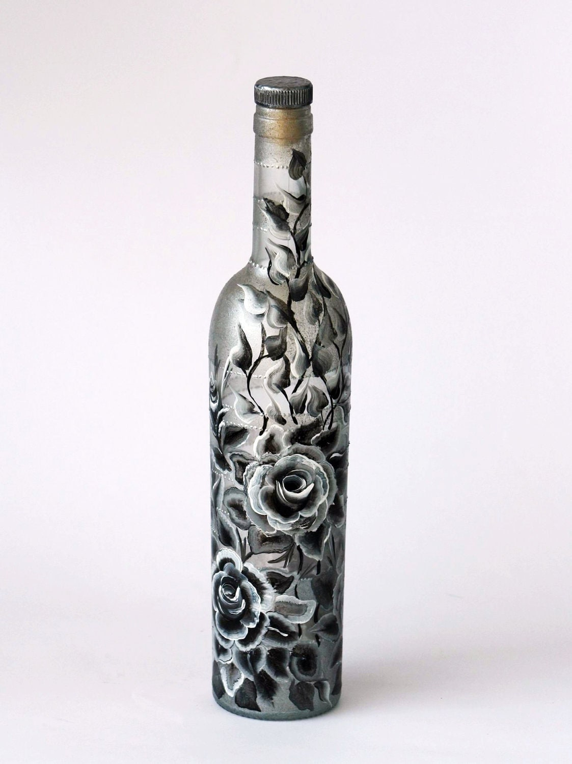 Black and white roses hand painted bottle by nevenaartglass for Hand painted bottles