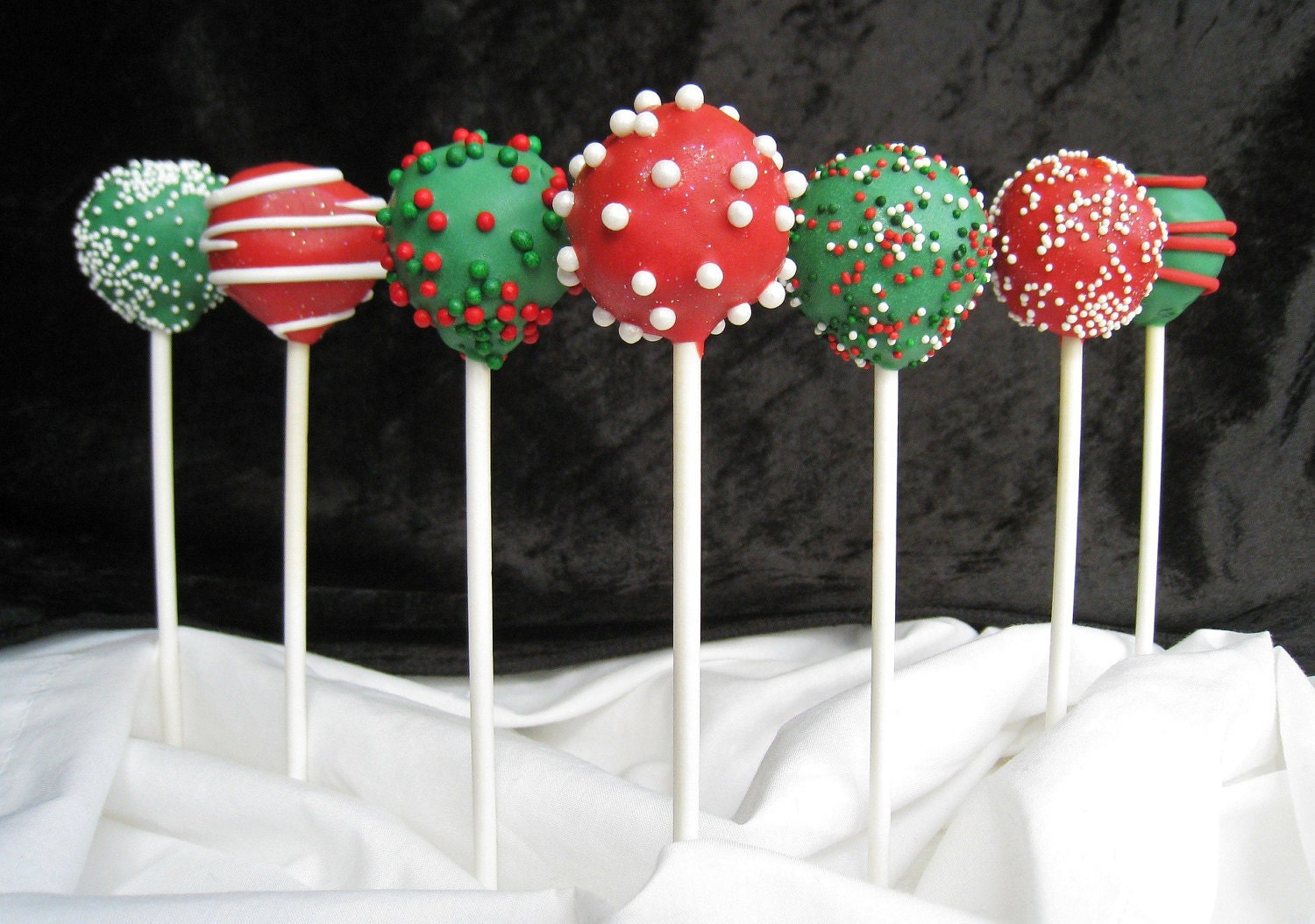 Cake Pops: Christmas Cake Pops Made with High Quality Ingredients.