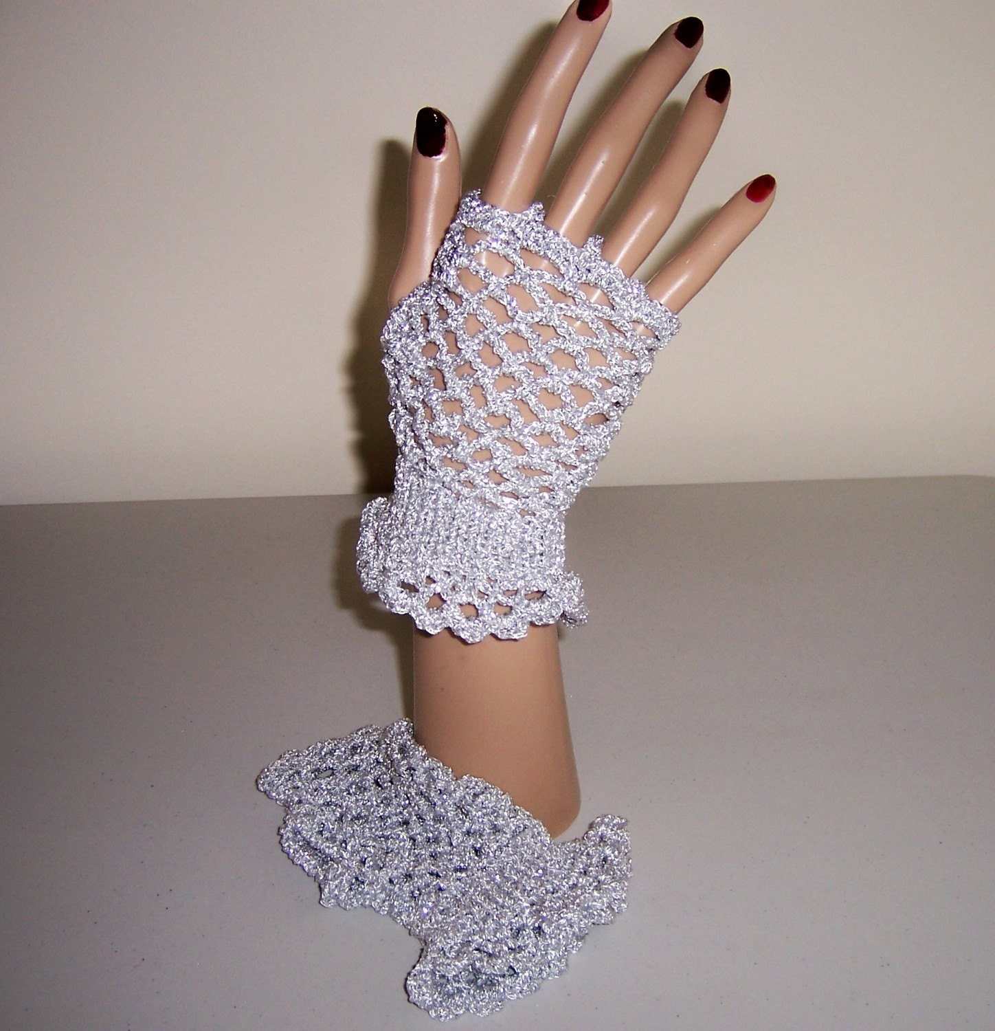 Fingerless Lace Glove, Frilled at Wrist, Silver