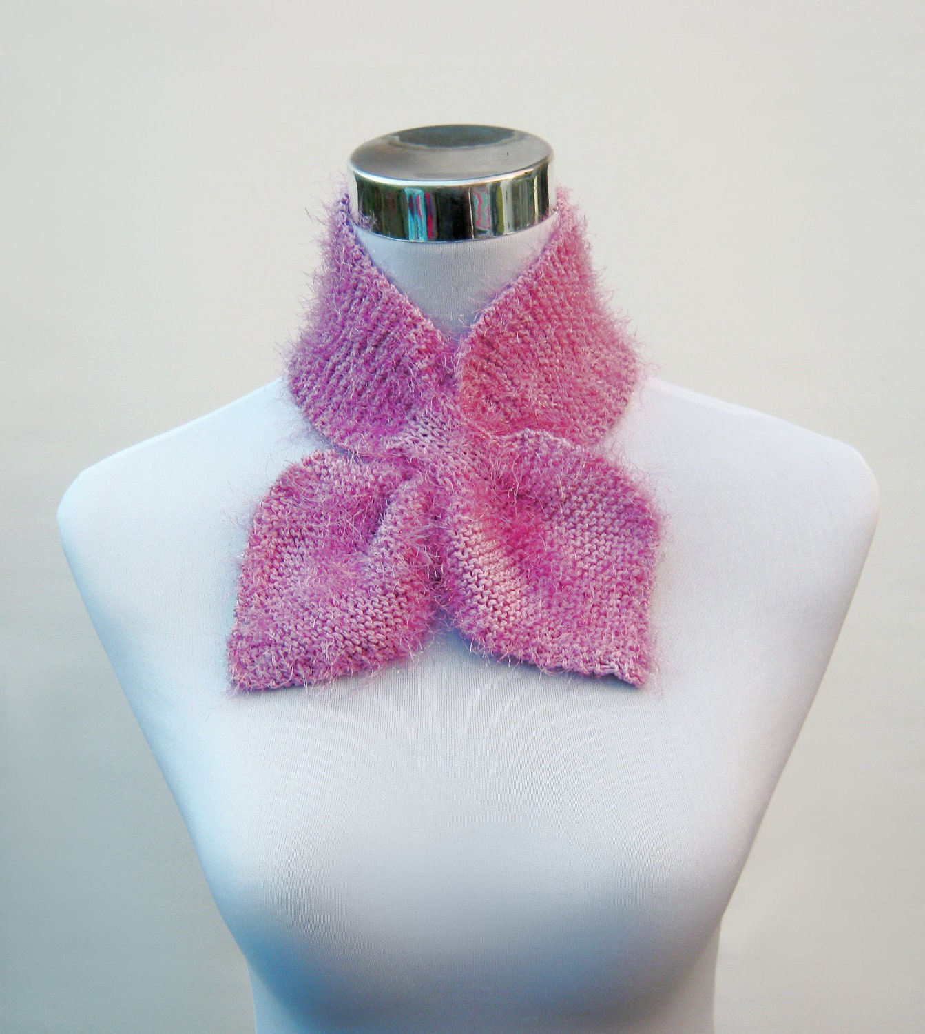 Lurex ascot scarf knit retro 50s style scarflette bow tie neck warmer in pink fluffy sparkly lurex