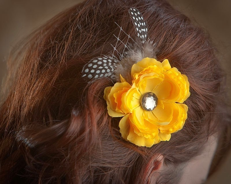 Bella - Yellow Flower and Feather Fascinator/Yellow Hair Clip/Summer Hair Clip/Yellow Flower Hair Clip/Guinea Feathers