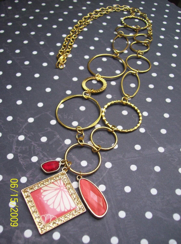 La Flor- Pendant Necklace w/ Rhinestones