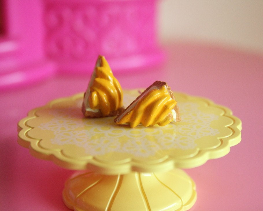 Peaches and cream pie stud earrings