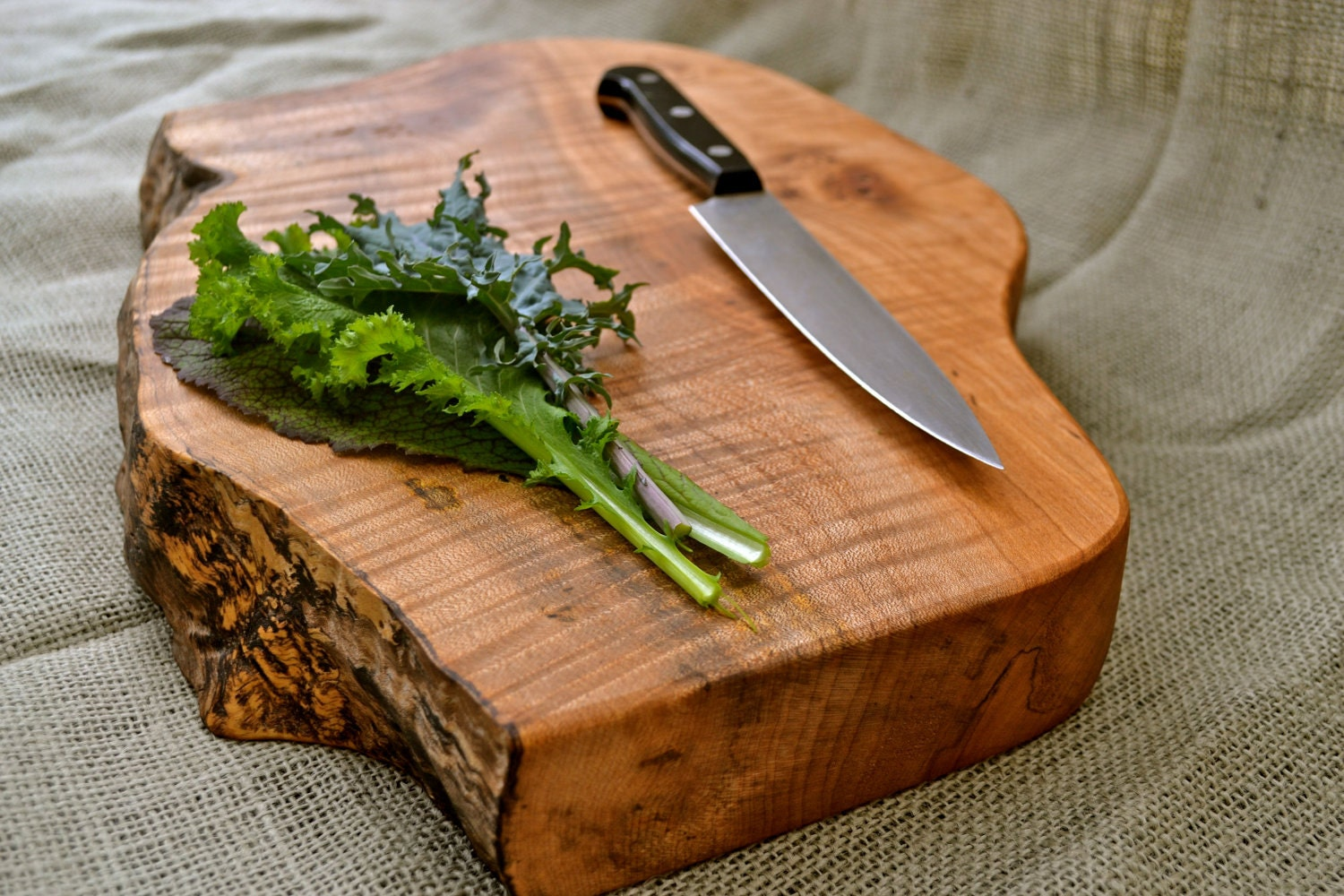 Hand Made Natural Cutting Boards posted by Jaden March 9, I've featured hand-made cutting boards before – and my beloved custom made black walnut cutting board from Eric Childress is still sitting happily on my counter.