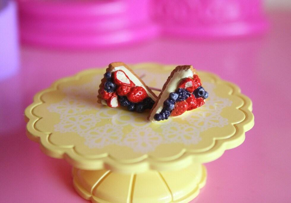 Berries crusted pie earrings