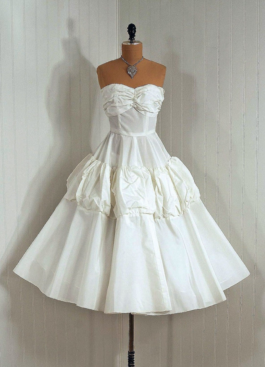 1950's Vintage Elegant Ivory-White Ruched Shelf-Bust Strapless Plunge Sculpted Silk-Taffeta Couture Rockabilly Bombshell Circle-Skirt Wedding Party Cocktail Dress