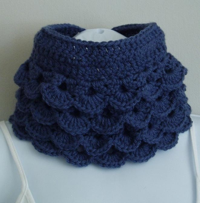 Blue Frill Cowl In Cashmere Mix Yarn