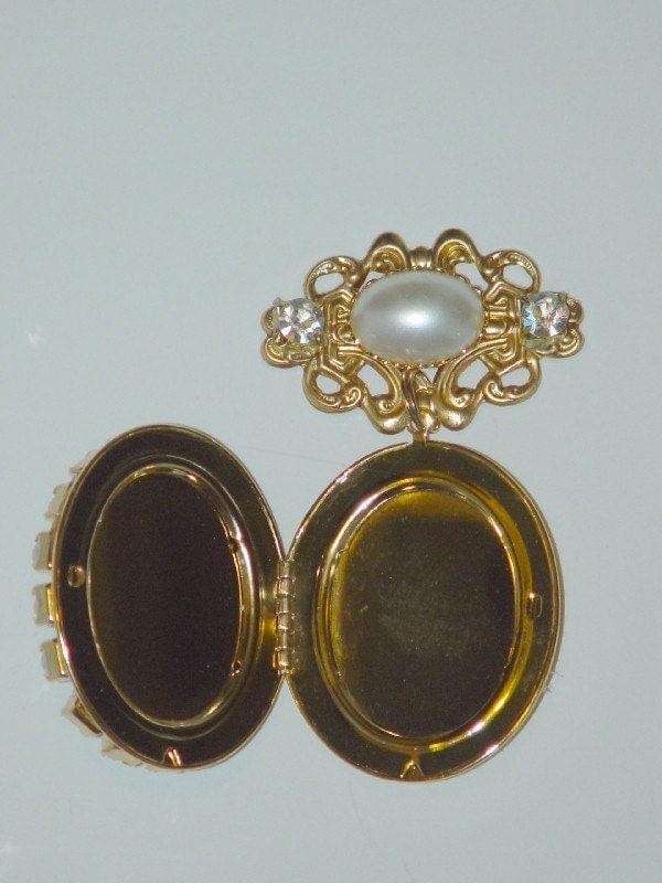 Dragonpipes Pearl and Crystal Renaissance Tudor Elizabethan Locket 4 Dress Gown Costume
