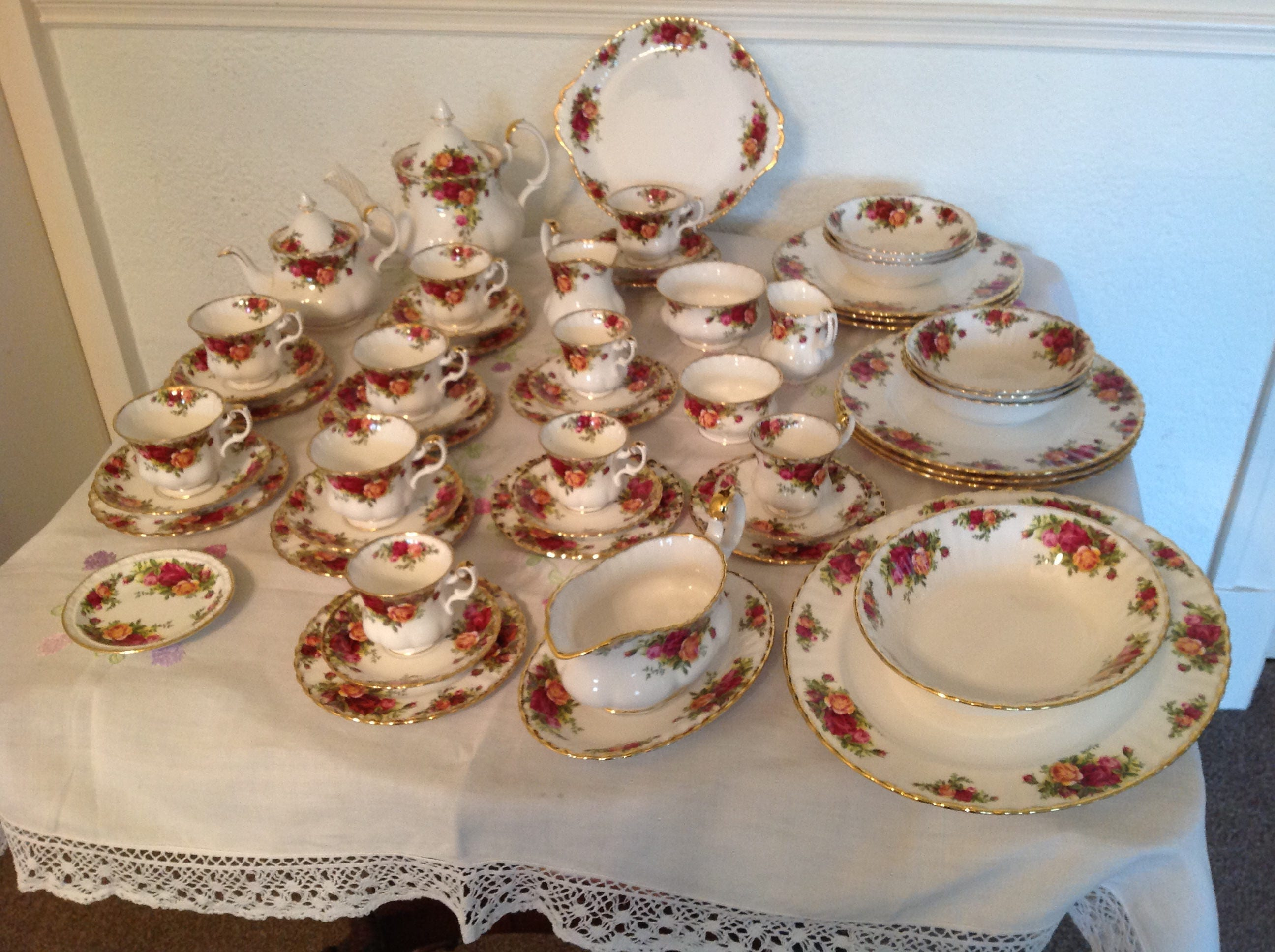 Royal Albert old country roses tea part coffee and part dinner set