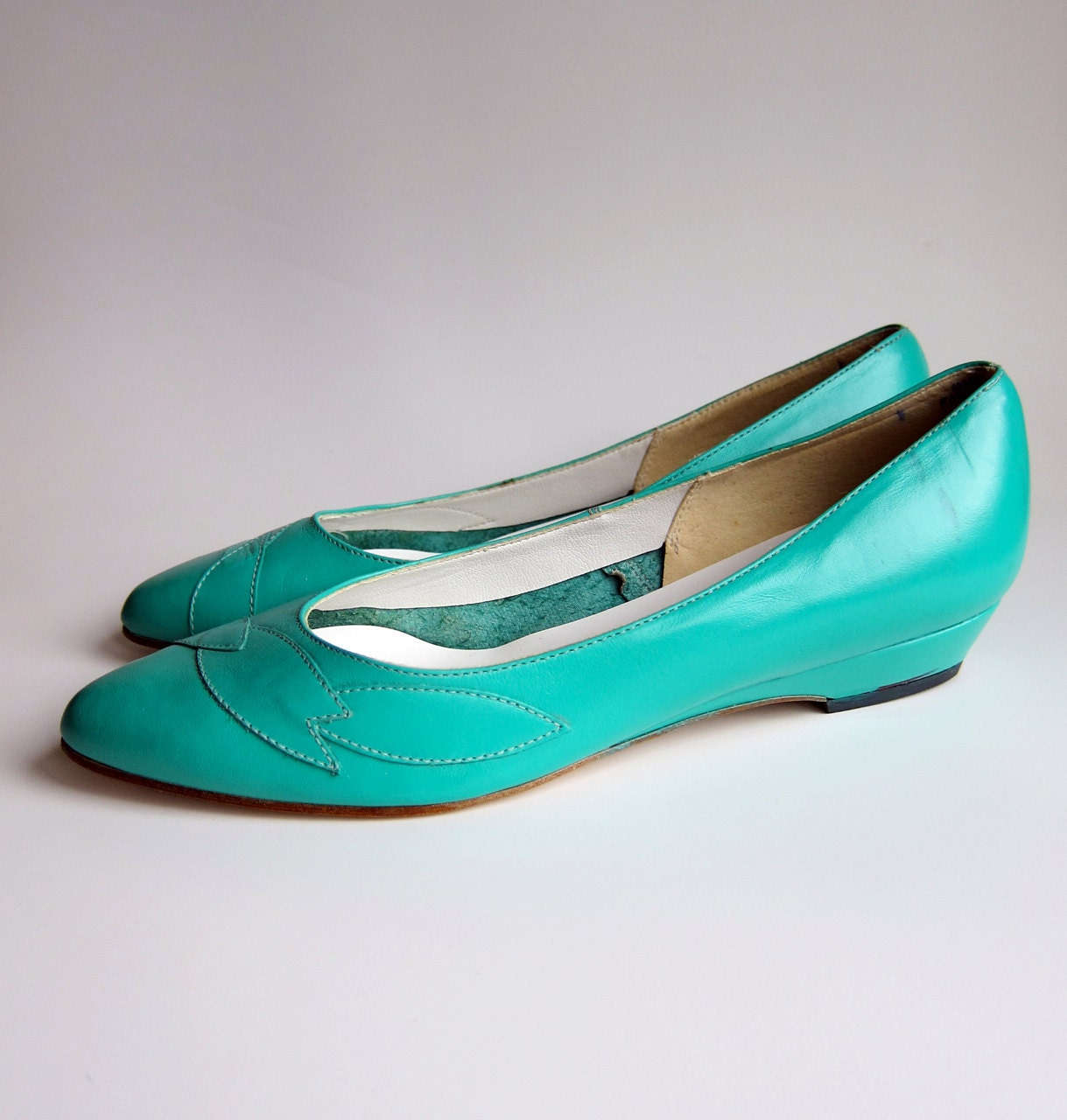 Vintage 1980s Shoes / TURQUOISE SEAFOAM GREEN Skimmers Ballet Flats Size 7 1/2 Deadstock