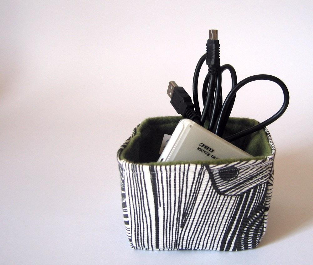 Ручной квадратных корзины хранения ткани: черно-белые зерна и оливкового дерева экологически зеленым сукном
