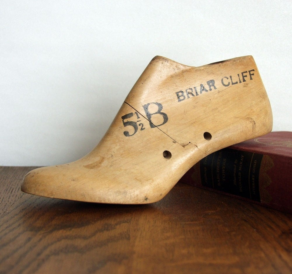 Vintage Wood Shoe Form Briar Cliff Size 5 and one-half B