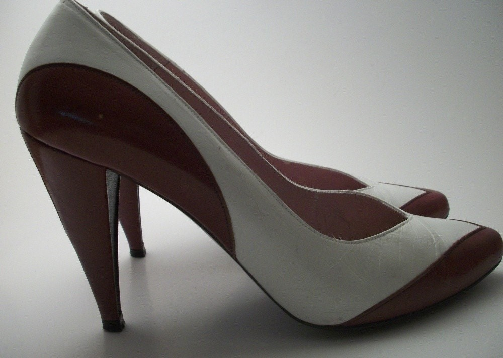 Classic Vintage Cream and Burgundy Van Eli High Heels size 6M