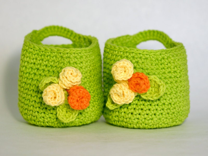 Crochet Bright Green Basket with Makeup Remover Pads Wash Clothes - GetTangled