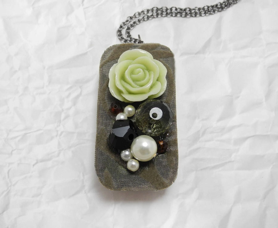 Solid Perfume Necklace - Sweet Pea