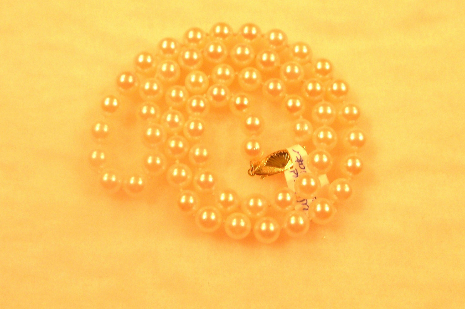 VINTAGE LADIES CULTURED SALTWATER PEARL NECKLACE-INCLUDES WRITTEN APPRAISAL 1200 DOLLARS