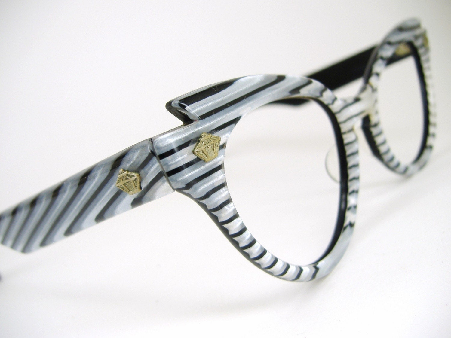 Vintage wild striped cat eye sunglasses Lumar frame1960s