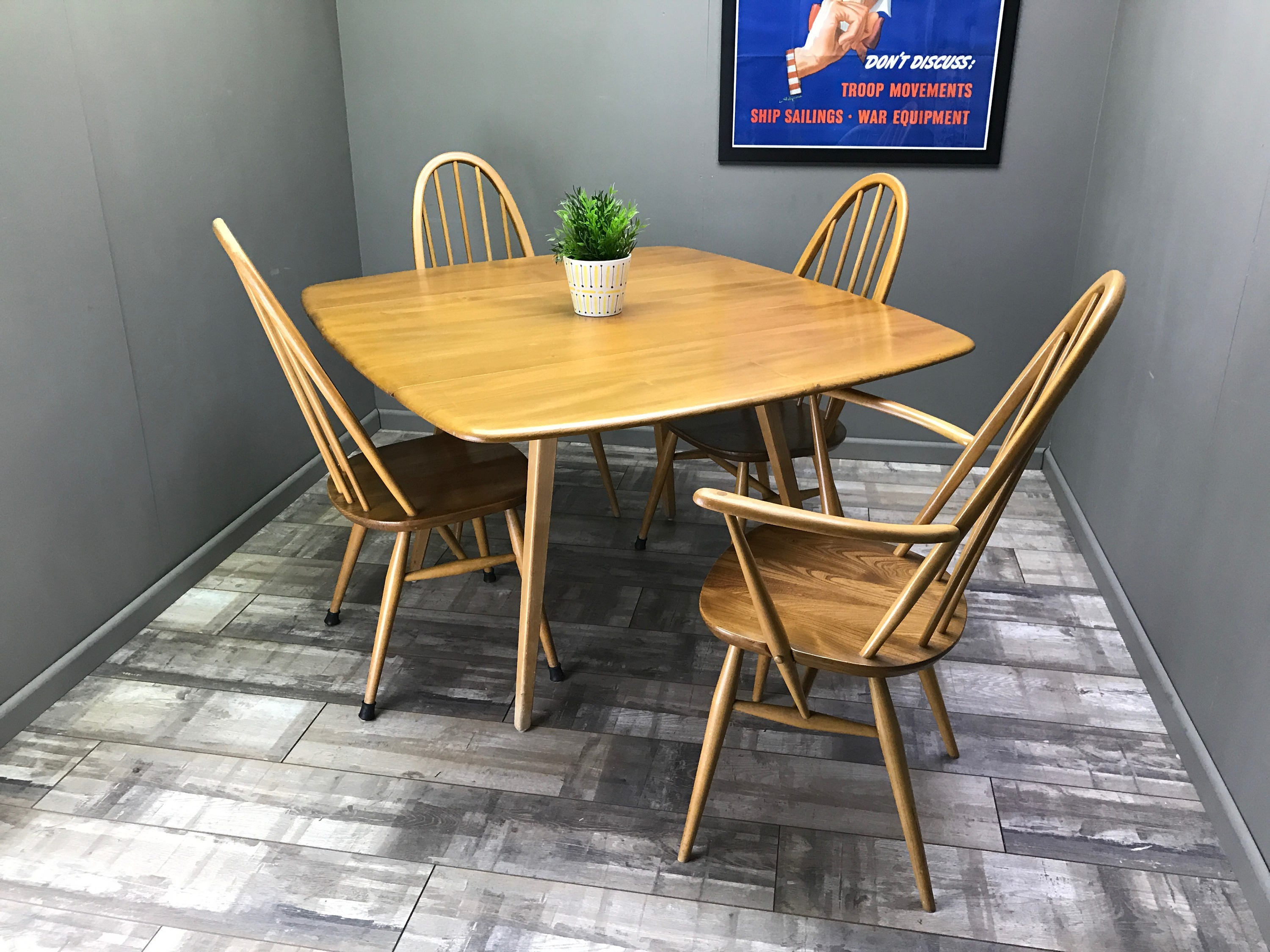 Nice Ercol Table and 4 Quaker Windsor Chairs Retro Vintage Drop Leaf Extending