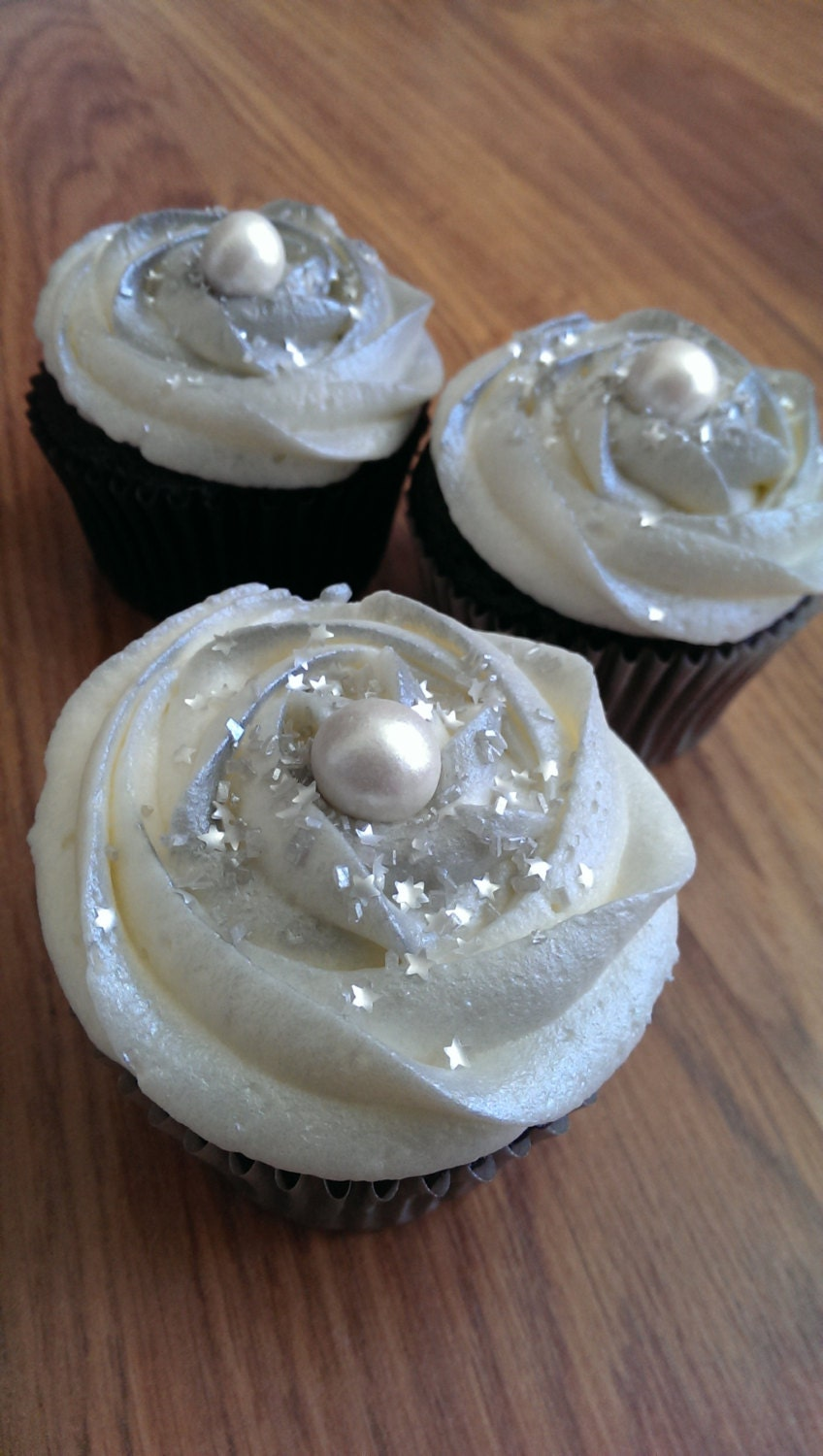 7mm white fondant edible pearls Cake or Cupcake by ...