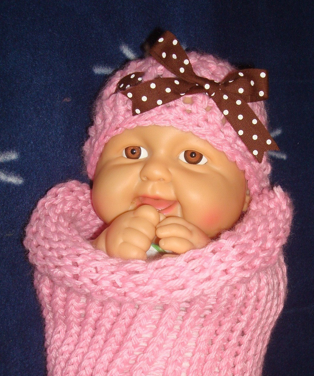Newborn set in baby pink color-  Soft stretchy cocoon and chunky  hat with bow.  Perfect for photo prop. Size 0-3month.