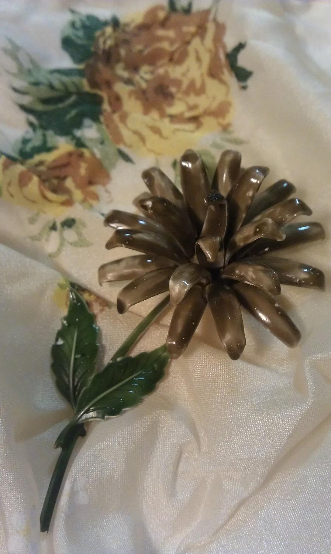 Mocha Vintage Enamel Flower Brooch Chrysanthemum - 9thStVintage