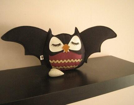 Limited Edition Black Vampire Bat Stewart the Owl Halloween Wool Felt Applique Decorative Plush