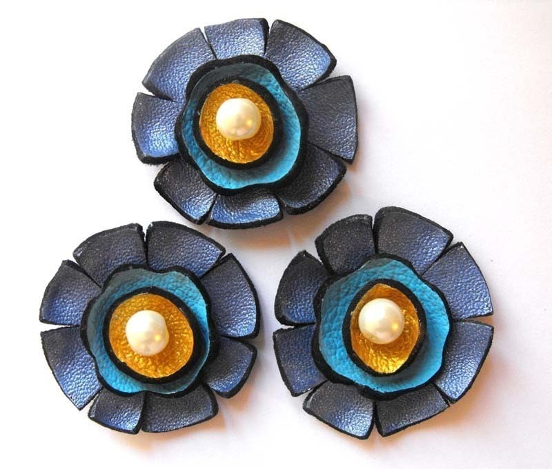 Flowers. 3pcs. Shades of blue and gold color flowers