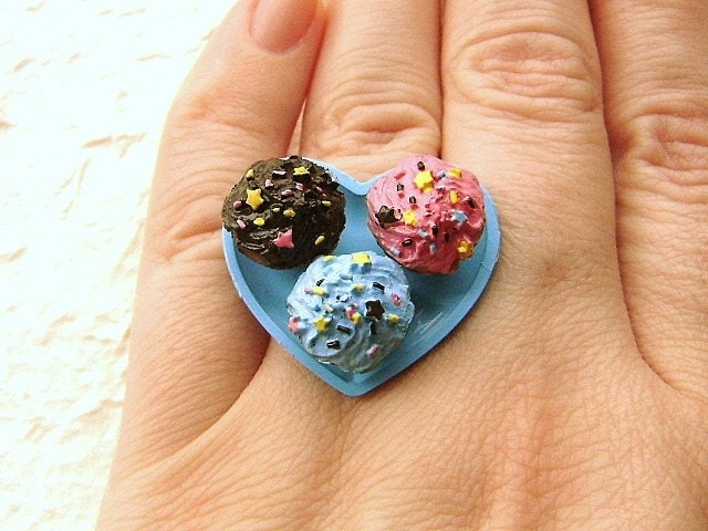 Cupcakes On A Heart Plate Ring