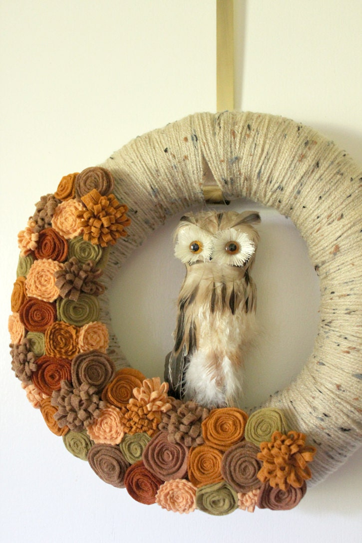 Brown Owl Wreath, Autumn Wreath, Halloween Wreath, Yarn and Felt Wreath - 12 inch size - TheBakersDaughter