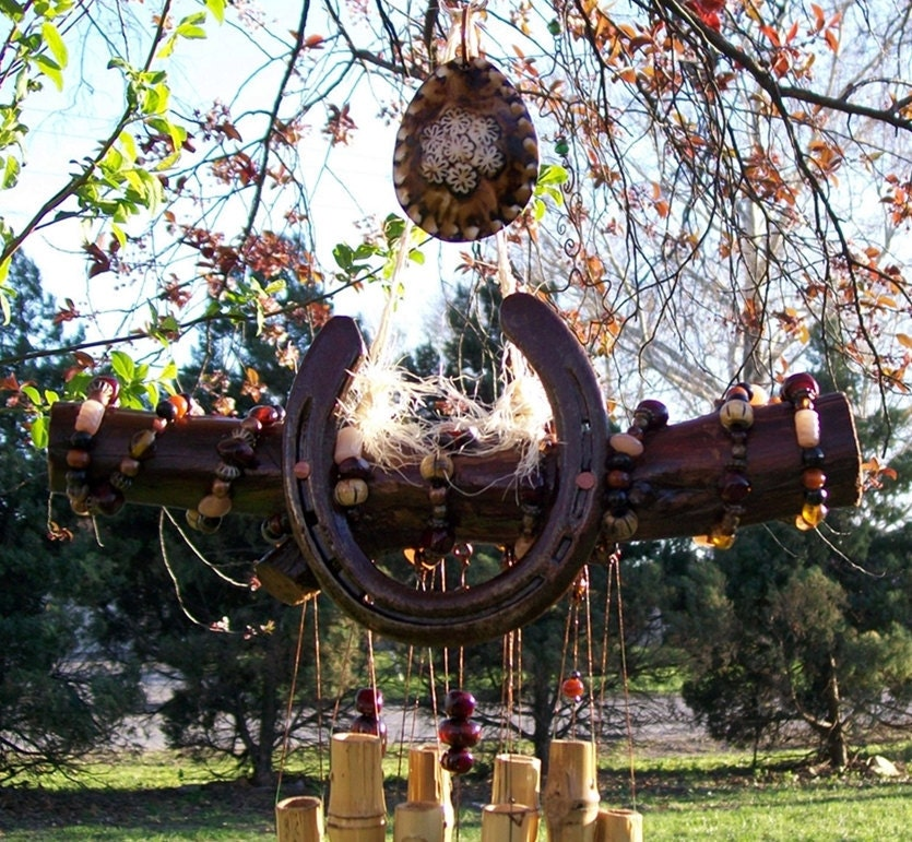 Red Jade Scented Horseshoe Wind Chime