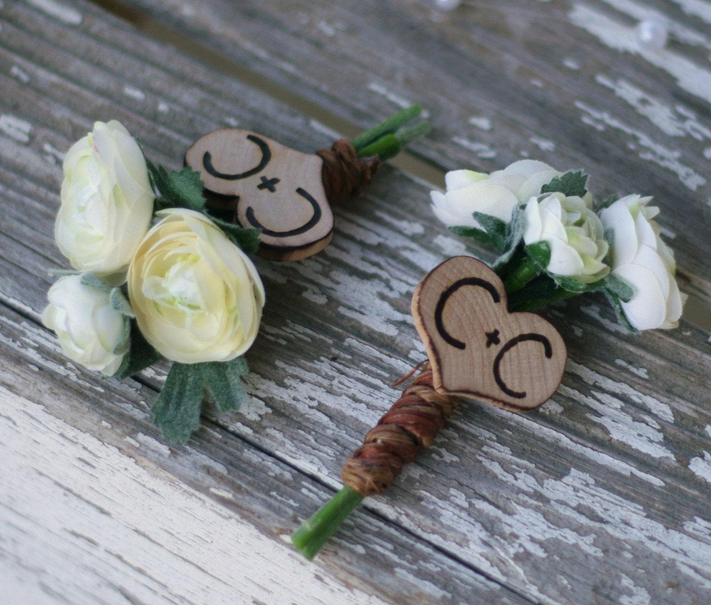 Рекомендуемые на Brides.com Персонализированные Сердце Шарм жениха Бутоньерка Pin