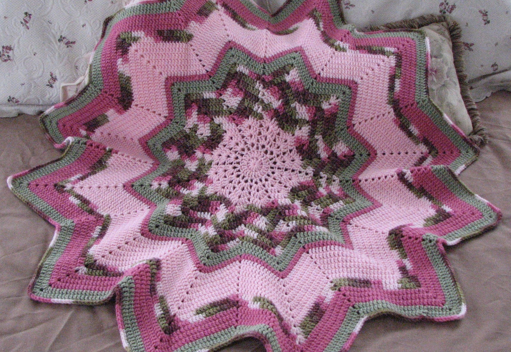 How to Increase an Afghan to a Queen Size Bedspread on a Crochet