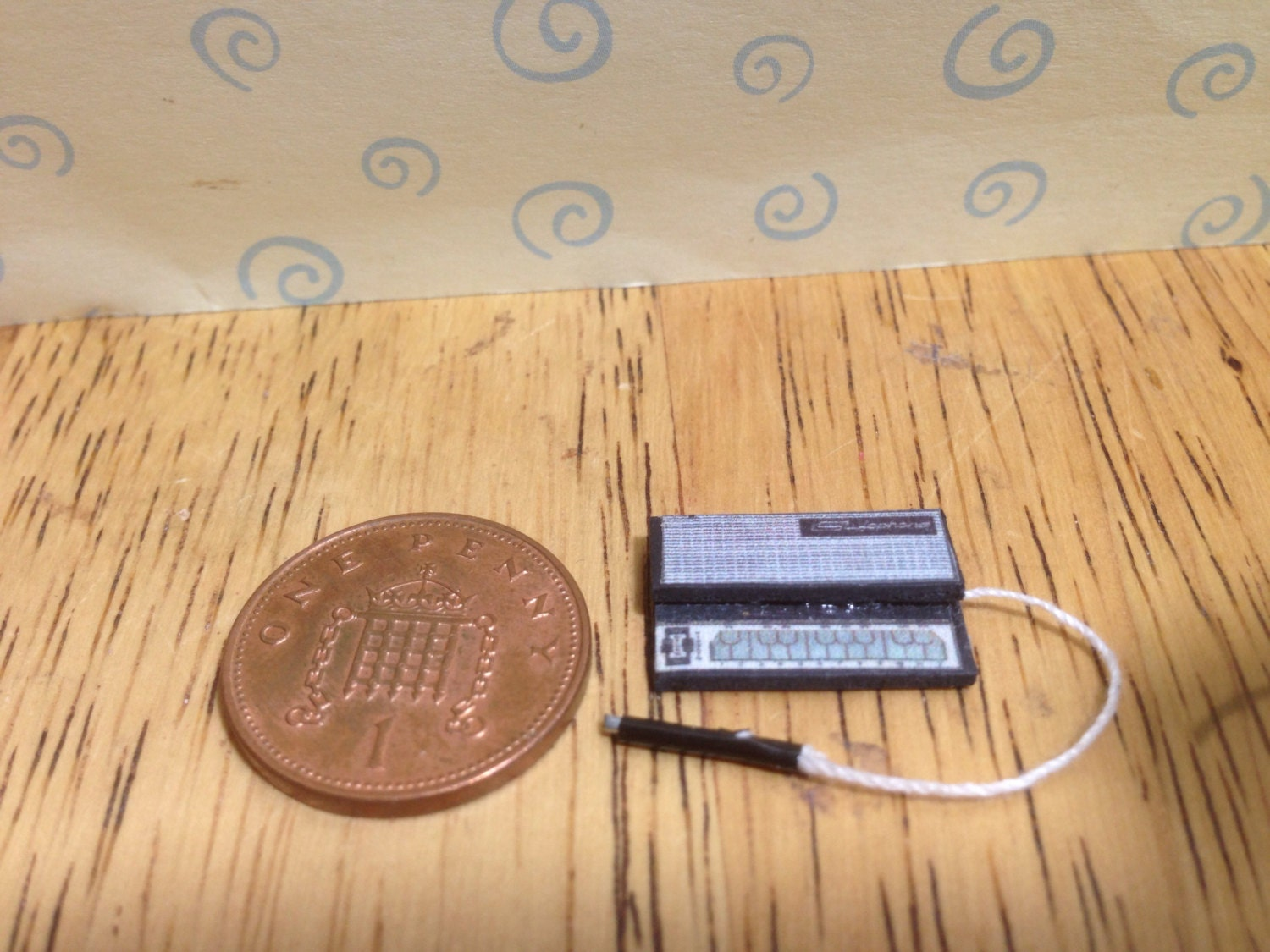 Hand made Dolls house Miniature replica electronic stylophone  112 scale