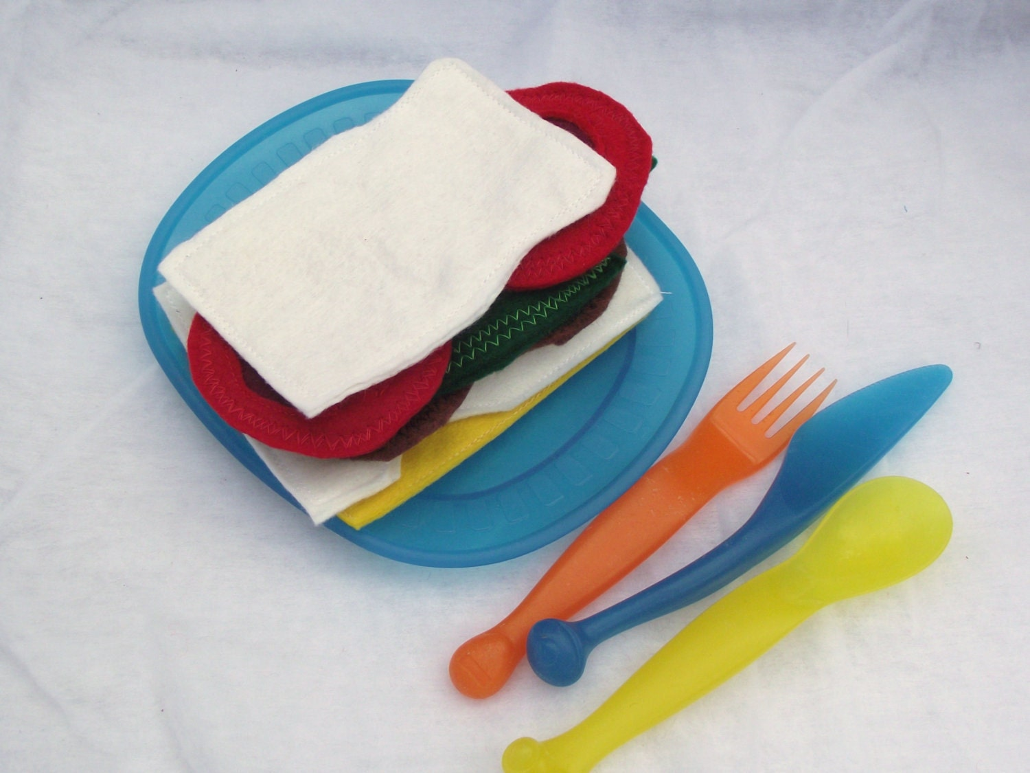 Eco Friendly Sandwich Picnic Set that is a fun toy for kids