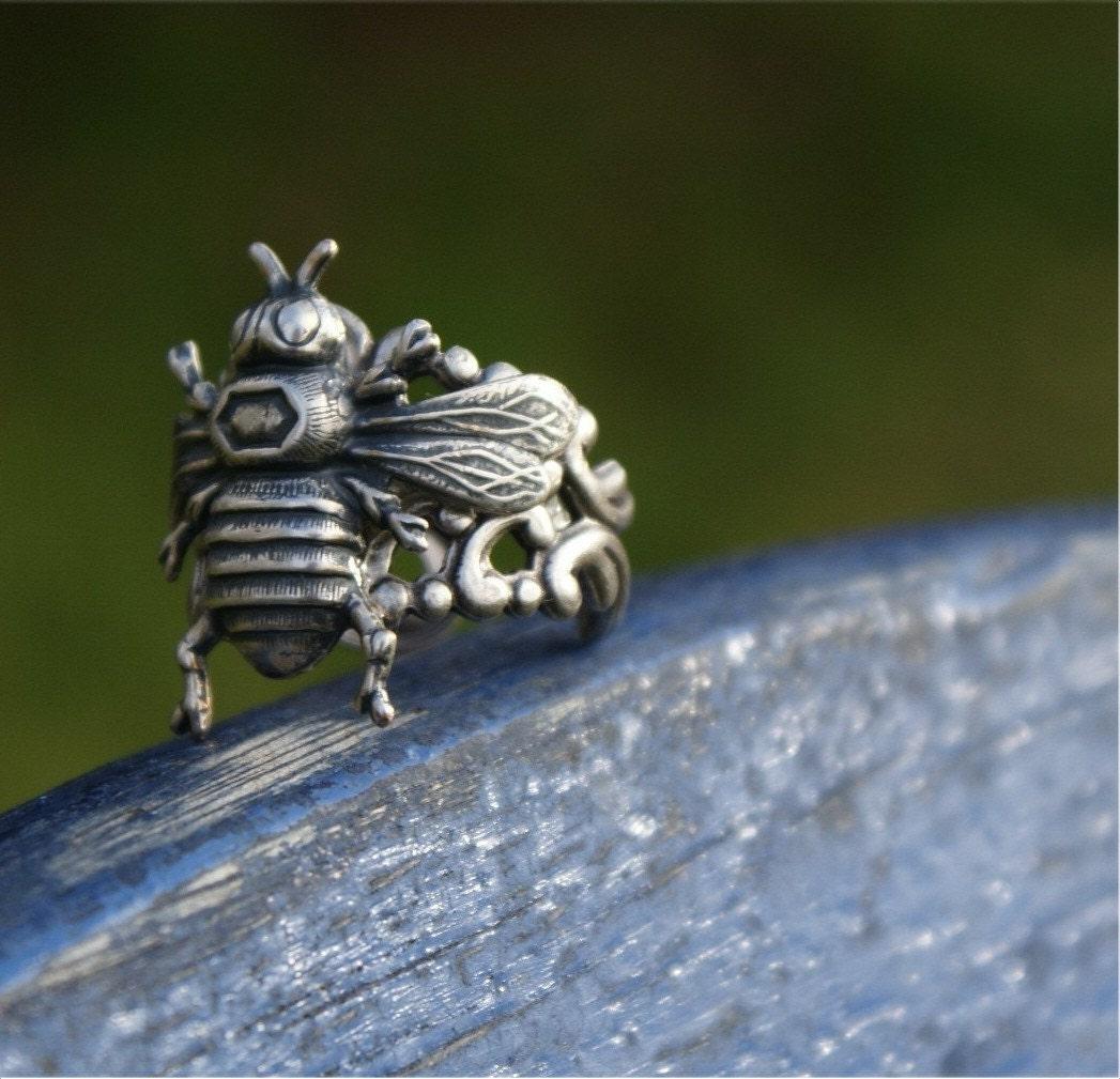Hugging Bee Ring ----- Wings and Filigree
