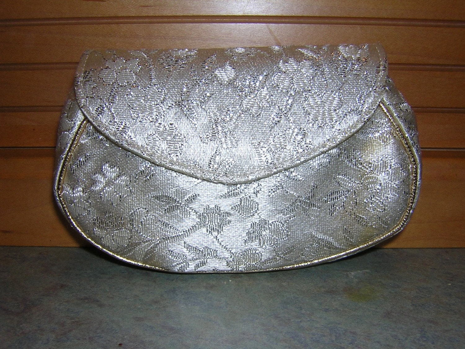 VINTAGE MAKEUP BAG WITH MAJESTIC POWDER COMPACT UNUSED