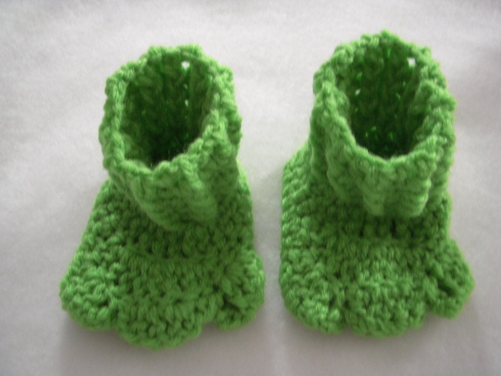 Knitting Pattern For Frog Slippers : Frog Feet Booties Crochet by micmo on Etsy