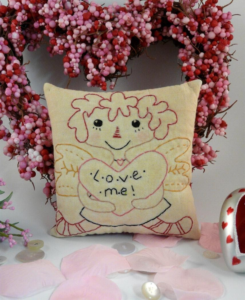 Lil bit of Love E Pattern - email primitive raggedy ann stitchery Pdf quilt wallhanging decor letters posies flowers Valentine embroidery