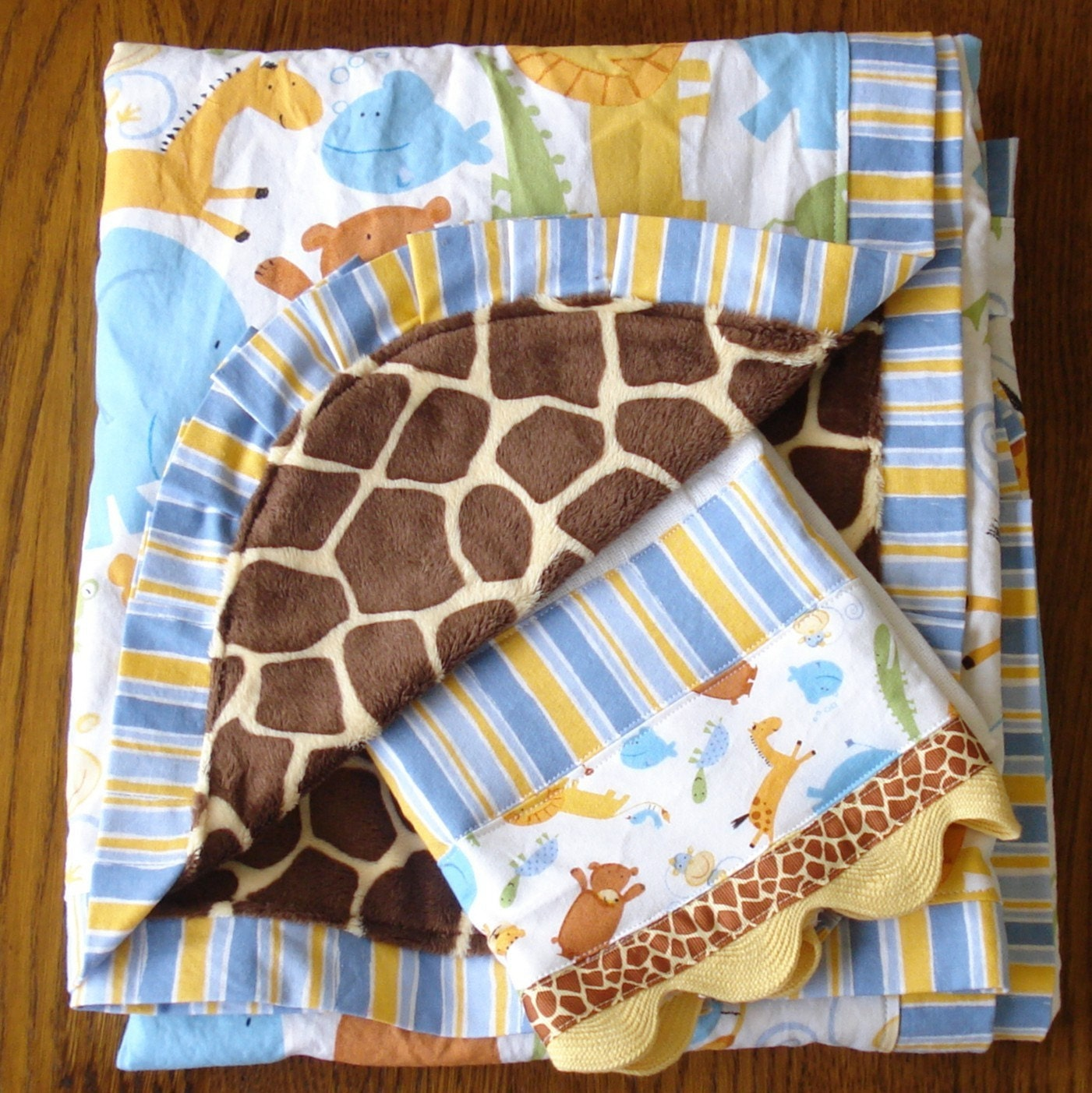 Cute Animal with Giraffe Minkie Blanket Set