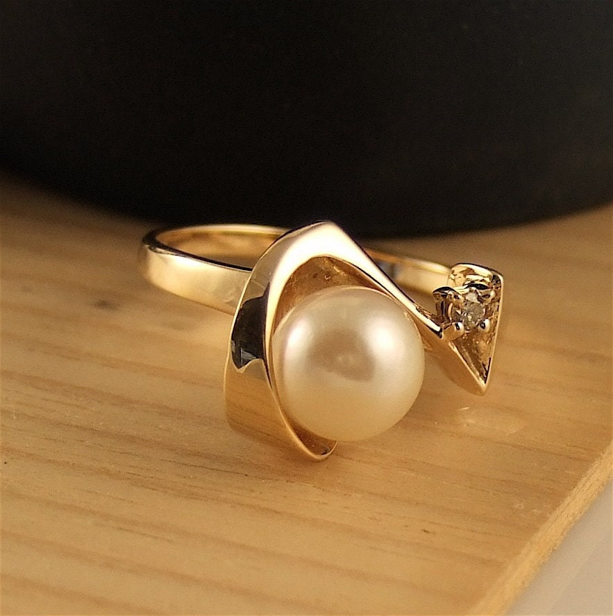 MOON OVER MIAMI -Vintage Pearl, diamond 14K yellow gold ring- sz. 6.5