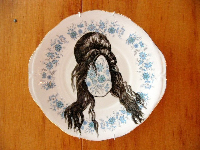 Amy  Winehouse hairdo plate