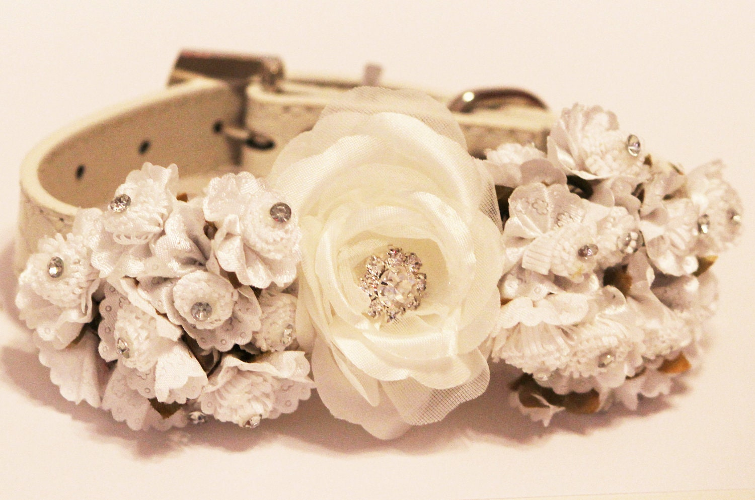 white wedding dog collars with white flowers and rhinestone high