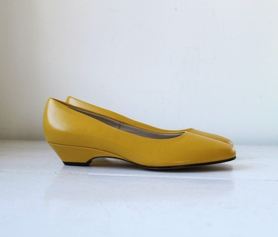 vintage 1980s BUTTERNUT leather flats, size 7 and a half deadstock
