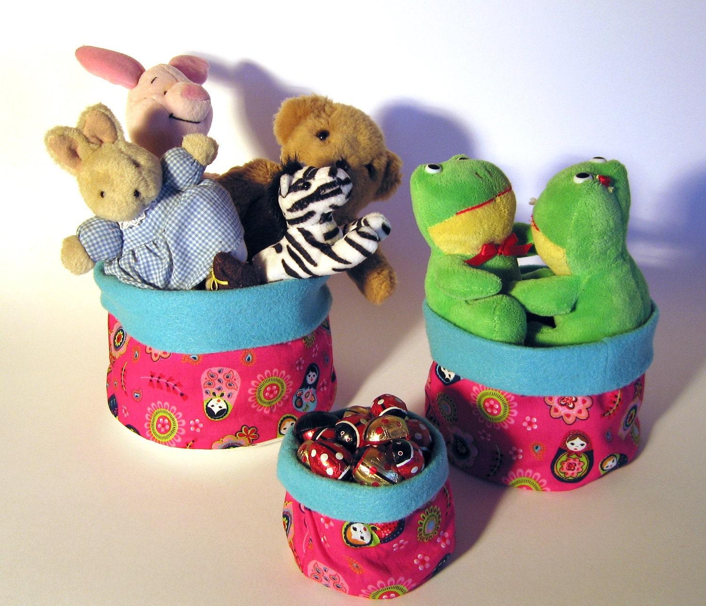 Набор из 3 ручной работы круглого ткани хранения корзины: Россия куклы на ярко-розовый с бирюзовым экологически чувствовал, идеально подходит для детской или комнаты девушки
