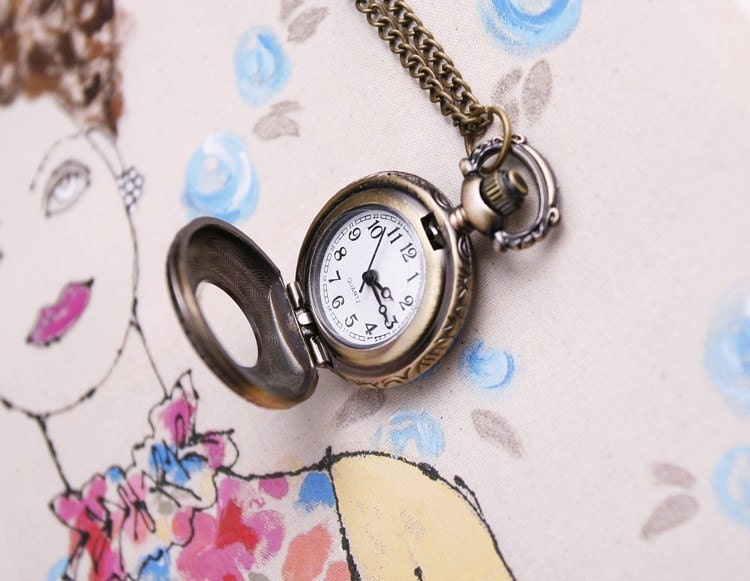 Antique design pocket watch necklace