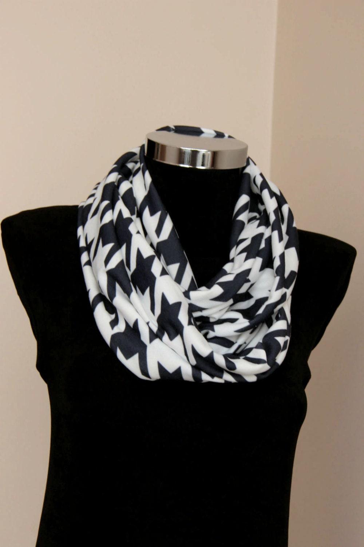 Itzy Ritzy Nursing Happens Infinity Breastfeeding Scarf Infinity scarf fashion trend